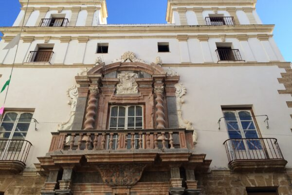See the Admiral's House in Cadiz