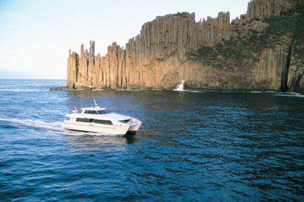 Cruise by Port Arthur (Credit Tourism Tasmania Joe Shemesh)