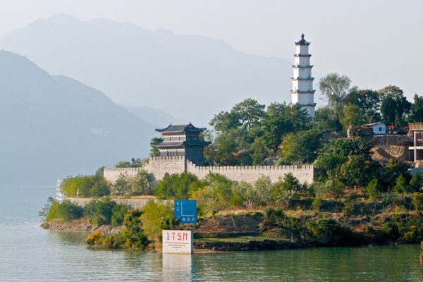 Cruise along the Yangtze River