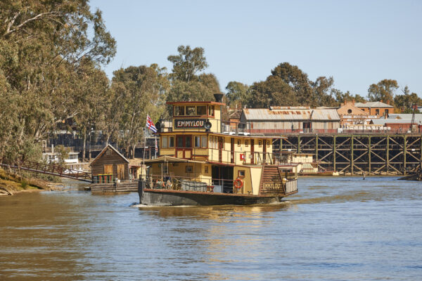 The Emmylou paddle steamer in front of Echuca Wharf